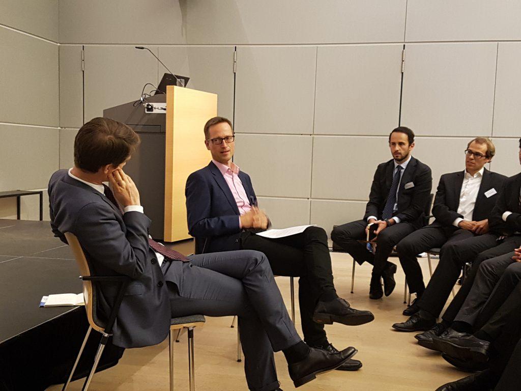 Prof. Dr. Konrad Ost, Vizepräsident des BKartA, stellt sich den Fragen der Teilnehmenden des 1. Düsseldorfer Doktorandenseminars