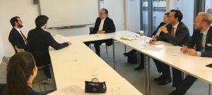 Robert Bodewig und Markus Welzenbach (l) interviewen Dr. Johannes Zöttl in seiner Rolle als Kartellsünder.
