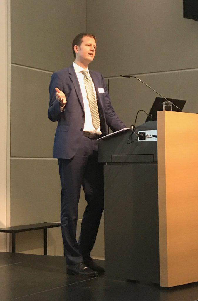 Dr. Marc Zedler aus der GD Wettbewerb spricht beim 1. Düsseldorfer Doktorandenseminar